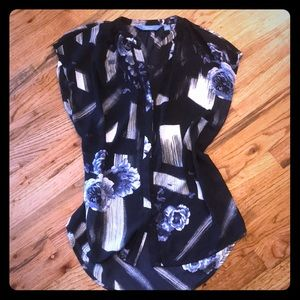 Pretty Vera Wang navy blue floral abstract blouse